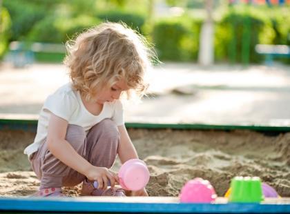 Czy osiedlowa piaskownica jest niebezpieczna dla zdrowia dziecka?