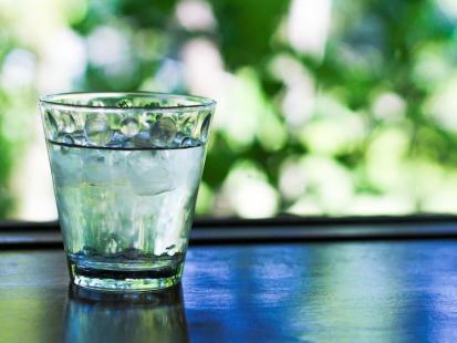 Czy picie 2 litrów wody dziennie jest konieczne?