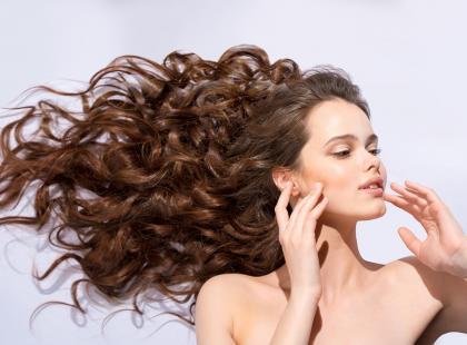 Czy terapia LED pomaga w walce z wypadaniem włosów?