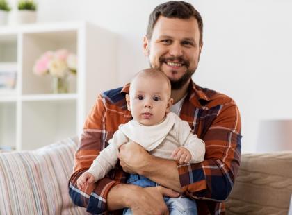 Czy twój partner też się tak cieszył po narodzinach dziecka? Ten mężczyzna jest chyba najszczęśliwszym młodym ojcem w Polsce!