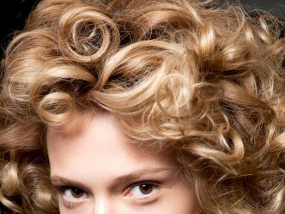 Czy używanie lokówki szkodzi włosom