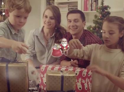 Czy widziałaś już najklejki z Mikołajem, który się... rusza?! Ten gadżet pokona Stikeezy z Lidla