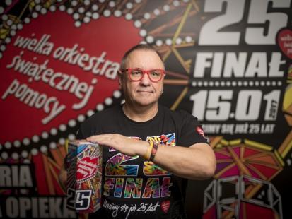 Czy wiecie, że Jurek Owsiak prasuje żonie bluzki, sprząta w domu i gotuje obiady? Przepytujemy pierwszego dyrygenta WOŚP!
