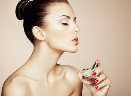 Czy wiek kobiety ma znaczenie przy wyborze perfum?