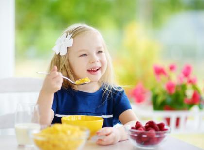 Czy wiesz, co powinien zawierać jadłospis twojej pociechy, by dostarczyć jej wszystkich niezbędnych składników odżywczych? Rozwiąż quiz i sprawdź się!