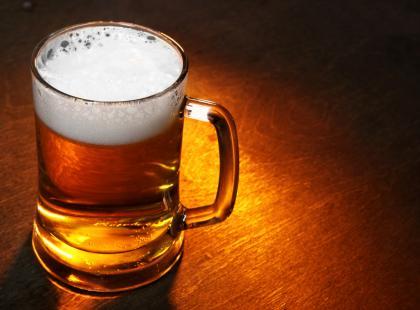 Czy wiesz dlaczego na piwie powstaje biała piana?