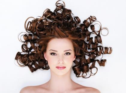 Czy wiesz jak dbać o kręcone włosy?
