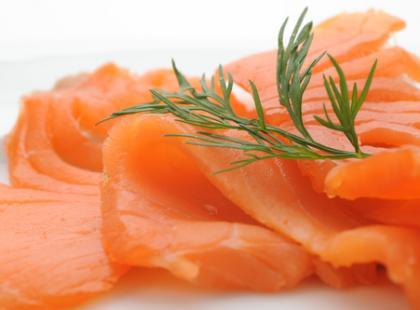 Czy wiesz jak przygotować łososia w cukinii?