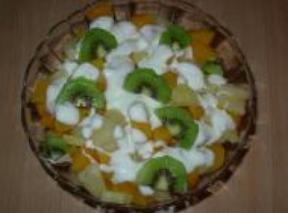 Czy wiesz jak przygotować sałatkę owocową na imprezę?