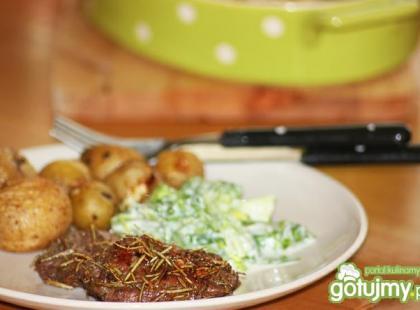 Czy wiesz jak przyrządzić steki wieprzowe w sosie winno-śmietanowym?