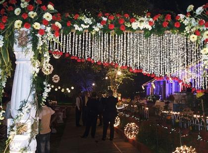 Czy wiesz jak przystroić bramę do ślubu?