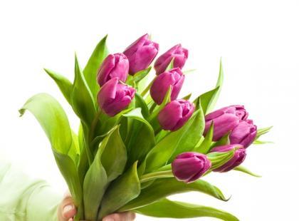 Czy wiesz jak wręczać kwiaty?