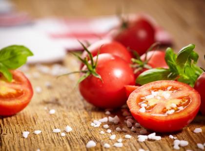 Czy wiesz, jak wydobyć najlepszy smak sezonowych pomidorów? Wystarczy jeden składnik!