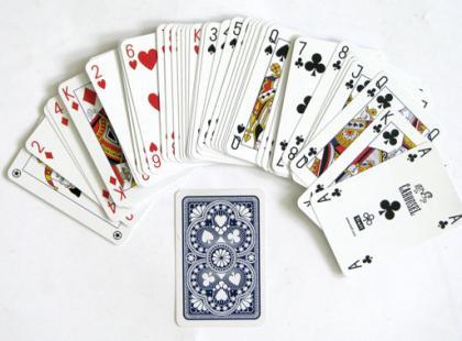 Czy wiesz jak wywróżyć przyszłość z kart klasycznych?