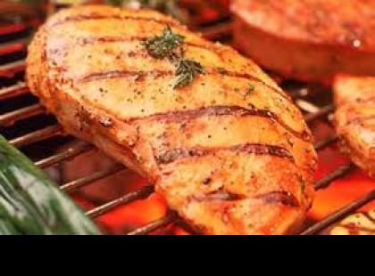 Czy wiesz jak zrobić grillowaną pierś z kurczaka w marynacie cytrynowej?