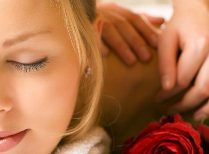masaż, kobieta, medycyna alternatywna, relaks, odpoczynek/ fot. Fotolia.pl