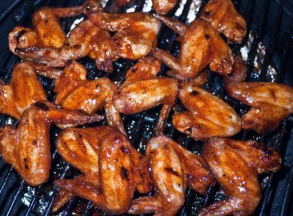 Czy wiesz jak zrobić pikantne skrzydełka z grilla?