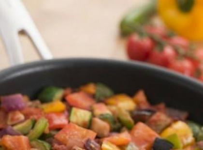 Czy wiesz jak zrobić potrawkę z prosięcia w szarym sosie?