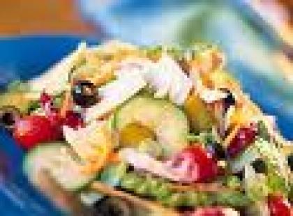 Czy wiesz jak zrobić sałatkę z anchois i oliwkami?