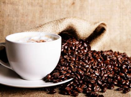 Czy wiesz, że kofeina może wpływać negatywnie na zdolność prowadzenia samochodu?