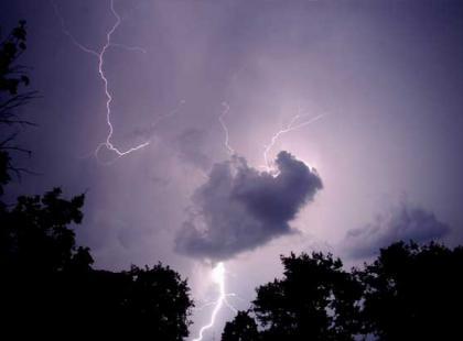 Czy wiesz, że na świecie w jednym czasie szaleje ok. 2000 burz?