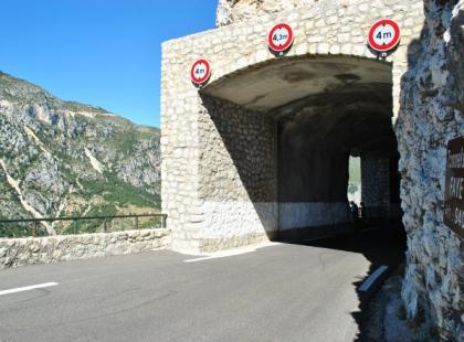 Czy wiesz, że najdłuższy tunel kolejowy świata ma długość 53,9 km?