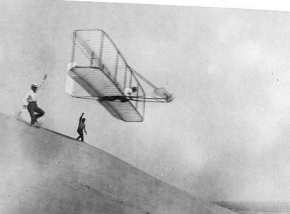 Czy wiesz, że pierwszy w dziejach lot samolotem trwał 10 sekund?