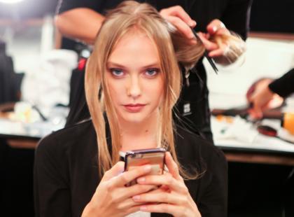 Czy wiesz, że większość marek kosmetycznych naciąga nas na nic niewarte produkty? Podpowiadamy, jak nie dać się nabrać!