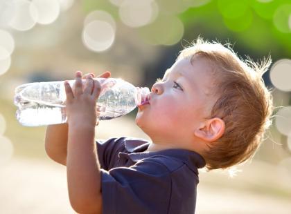 Czy wodę da się przedawkować?! Zobacz, czym grozi picie zbyt dużej ilości płynów!
