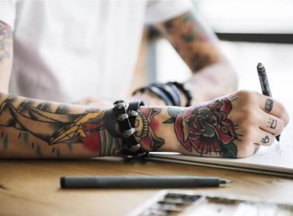 Czy wykonanie tatuażu boli? Zobacz najbardziej czułe miejsca