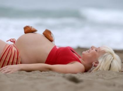 Czym bezpiecznie podróżować w ciąży?