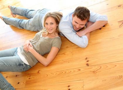 Czym czyścić drewniane podłogi?