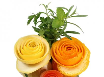 Carving - róże z cytrusów.