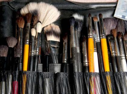 Czym myć pędzle i gąbki do makijażu