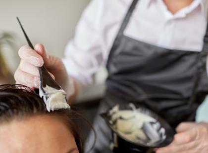 Czym się różnią kosmetyki fryzjerskie od drogeryjnych?