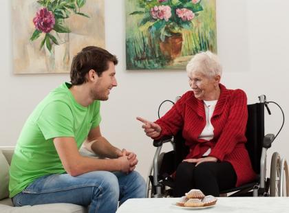 Czym zajmuje się gerontolog?