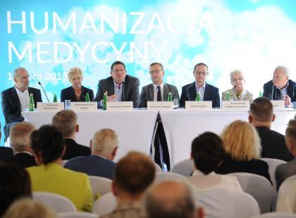 """Debata """"Humanizacja Medycyny"""" – o relacji lekarz-pacjent"""