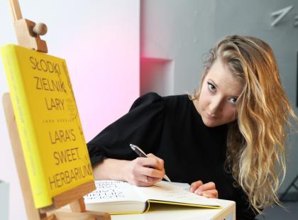 Debiutancka książka Lary Gesler. Odkryj smak ziół w słodkich przepisach!