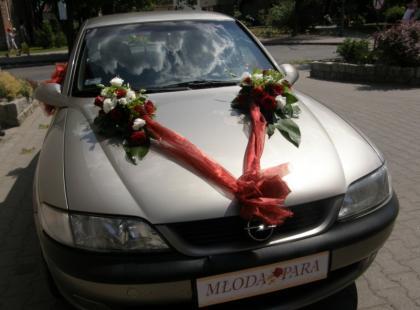 Dekoracje auta do ślubu