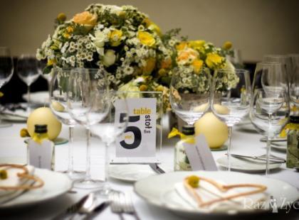 Dekoracje weselne inspirowane porami roku