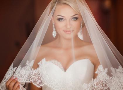 Delikatny makijaż ślubny: poznaj trendy w makijażu weselnym