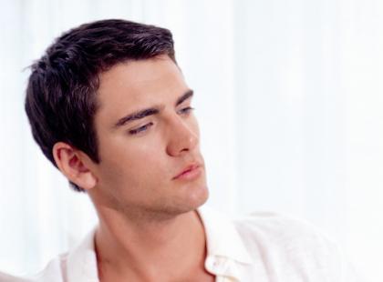 Depilacja brwi u mężczyzn