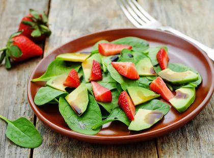 Dietetyczna sałatka z truskawkami