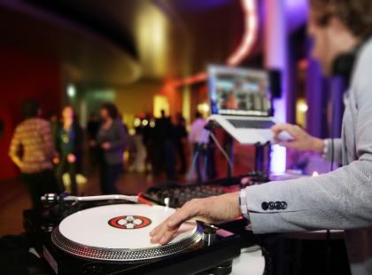 DJ na wesele, zamiast zespołu?