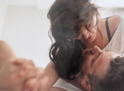 Dla jednych podniecający, dla innych obrzydliwy. Czy można uprawiać seks podczas okresu? Czy w czasie miesiączki da się zajść w ciążę?