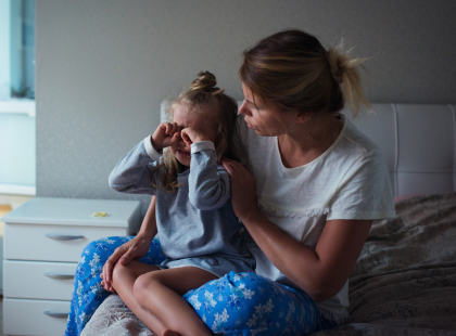 Dlaczego mama wstaje rano zmęczona? Filmik pokazujący noc z życia matki to HIT internetu!
