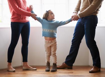 Dlaczego matki po rozwodzie utrudniają kontakt ojca z dzieckiem?