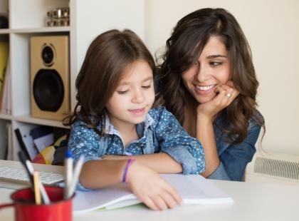Dlaczego prace domowe dzieci muszą odrabiać rodzice - czyli co nie gra w polskich szkołach
