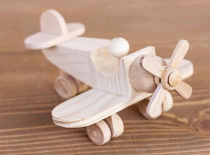 Dlaczego warto kupować drewniane zabawki?