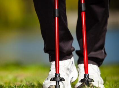 Dlaczego warto trenować nordic walking?